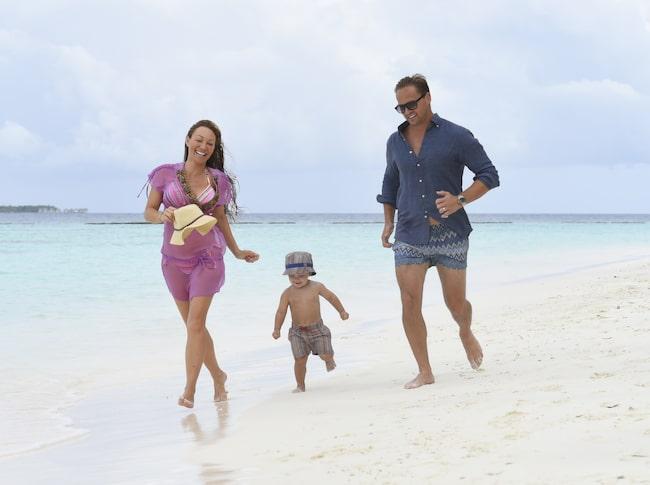 På Maldiverna spenderade den lilla familjen smekmånaden.