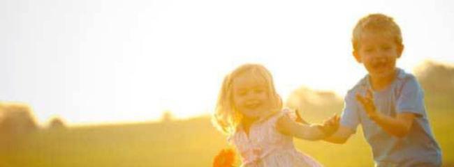 D-vitamin bildas i huden när den utsätts för solljus, särskilt UV-strålning.