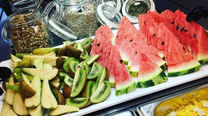 Billingskolans restaurang har dukat upp ett rejält frukostbord. Foto: Billingskolans Restaurang