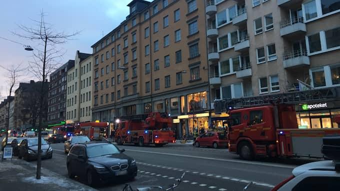 En person fick föras till sjukhus med ambulans. Foto: Linnea Pettersson