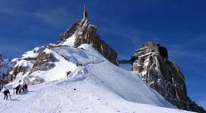 Aiguille du Midi. Hemligheten bakom Chamonix unika atmosfär stavas alpinister, bergsguider, klättrare, ski- bums och vanliga skidturister - i en enda salig röra.