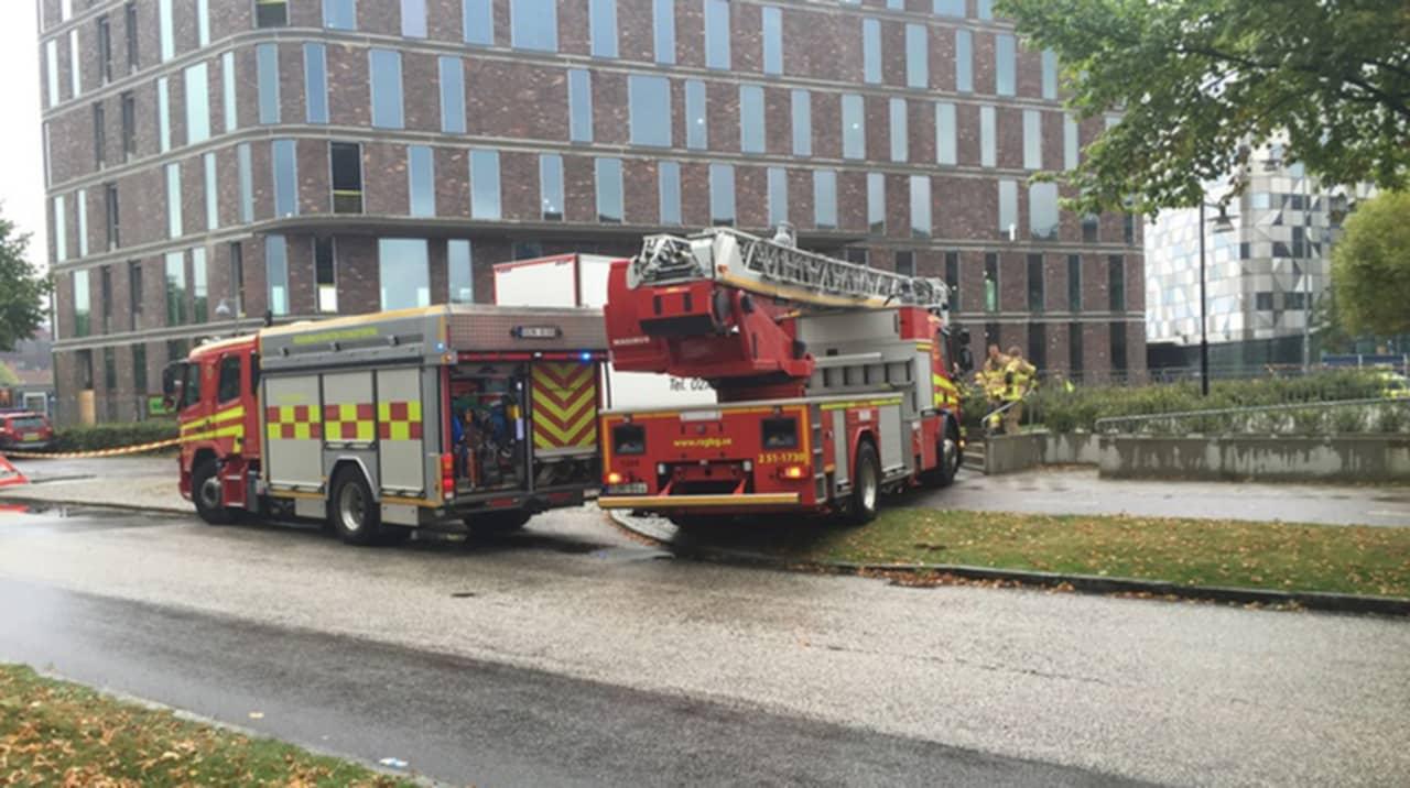 Cyklist pakord av lastbil i stockholm