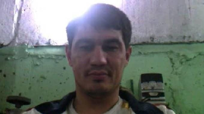 """Rakhmat Akilov är inspärrad med """"fullständiga restriktioner"""", vilket innebär att han inte får kommunicera med omvärlden. Han får inte heller läsa tidningar, lyssna på radio eller se på tv – bara läsa böcker."""