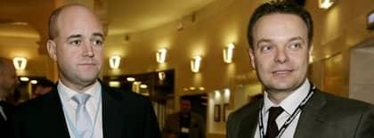 Fel taktik. Sveriges statsminister Fredrik Reinfeldt har viktigare saker att göra än att hålla kamrater som Sven Otto Littorin om ryggen när det blåser. Foto: Olle Sporrong
