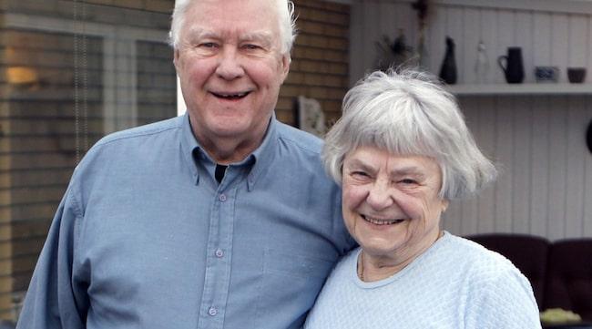 ALZHEIMER I 10 ÅR. Ulla Lindén, 80, och Åke Lindén, 74, har varit gifta i 39 år. Sedan Ulla fick diagnosen Alzheimers för tio år sedan har Åke varit en klippa.
