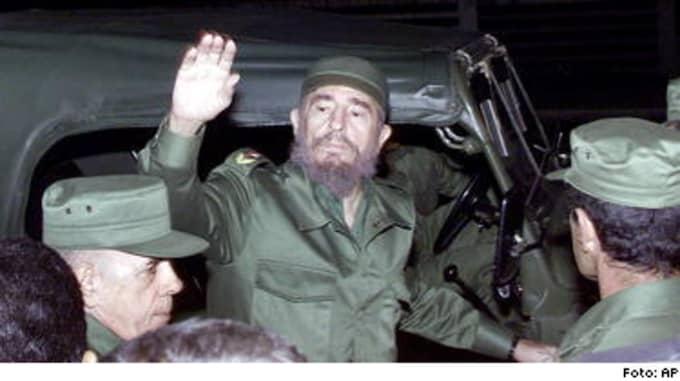 Fidel Castro har styrt Kuba sedan revolutionen. Oliktänkande döms till långa fängelsestraff, men nu hävdar Eva Björklund i vänsterpartiets partistyrelse att Amnesty har fel när de kallar de fängslade för politiska fångar.