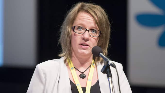 """Carina Herrstedt, som också sitter i partiets verkställande utskott, säger att hon varit inblandad i arbetet med att ta fram partiets barnsatsning. """"Vill du veta mer om rena innehållet så får du ringa vår pressavdelning. Jag vet inte vad som är släppt eller inte så det uttalar jag mig inte om"""", säger hon. Foto: Roger Vikström"""