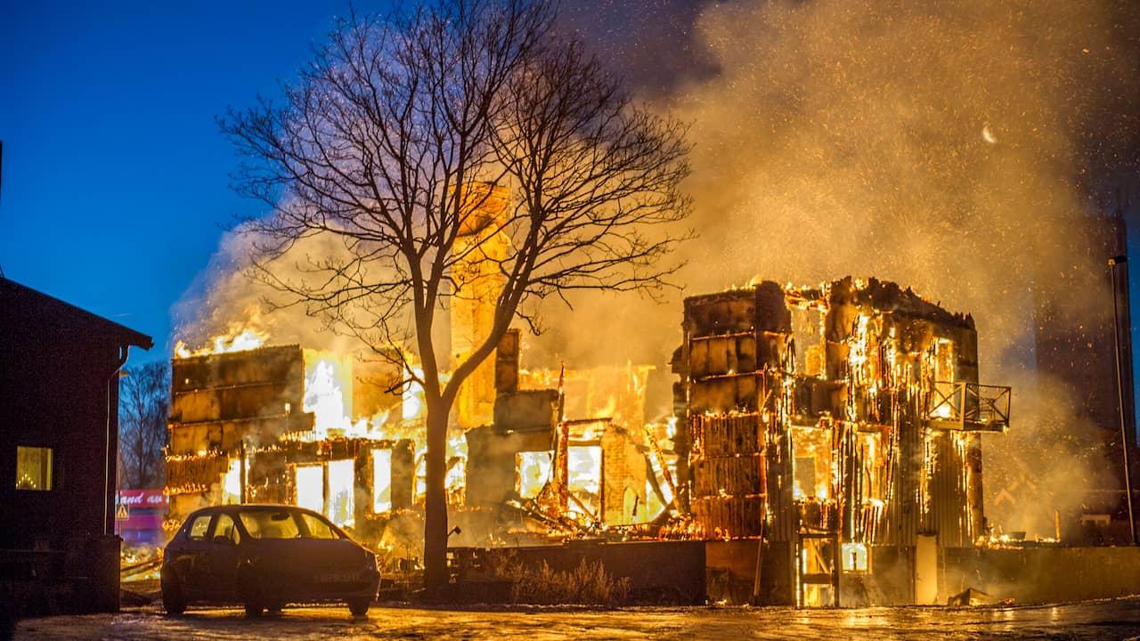 Sex till sjukhus efter villabrand 1