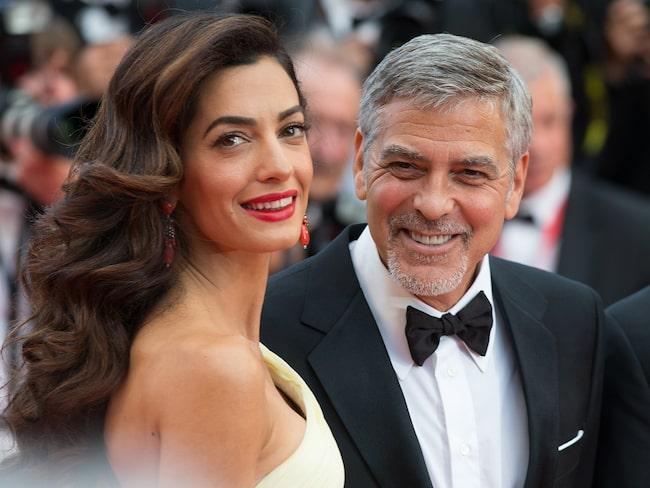 Paret Clooney bjöd samtliga passagerare i första klass på en present.