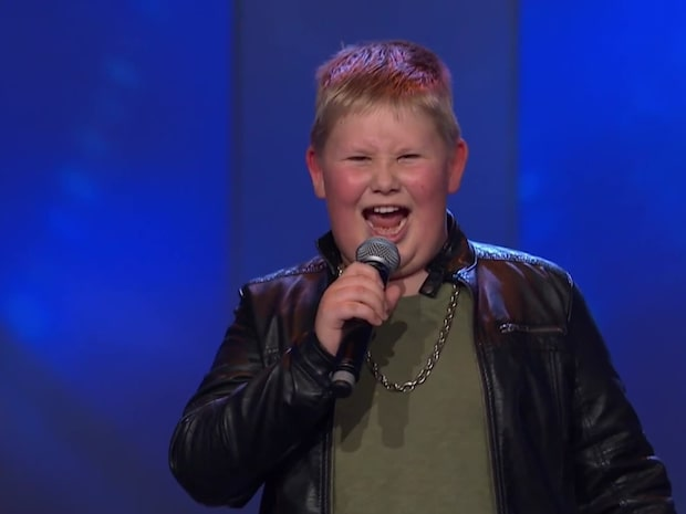 Se juryns chock när Oliver börjar sjunga