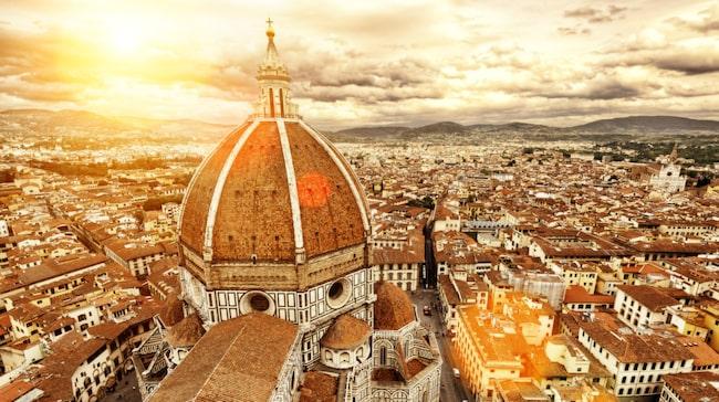 Om du har den höga katedralen Santa Maria del Fiore och floden Arno som riktmärken är det lätt att hitta i renässansstaden Florens.