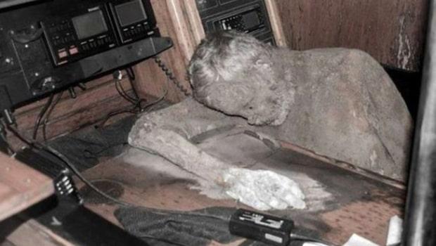 Spökskeppet hittades efter flera år – kaptenen satt mumifierad ombord
