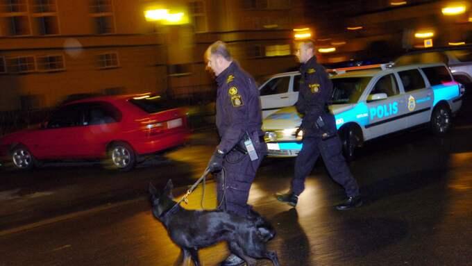 Polisen har de senaste dagarna hört omkring 15 personer i Stockholm i jakten på dubbelmördaren. Foto: Sven Lindwall