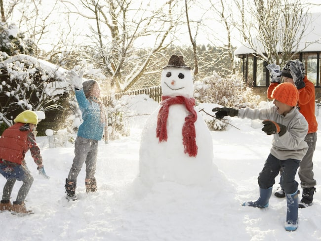Ut och lek i snön och kör Snöbollsprick!