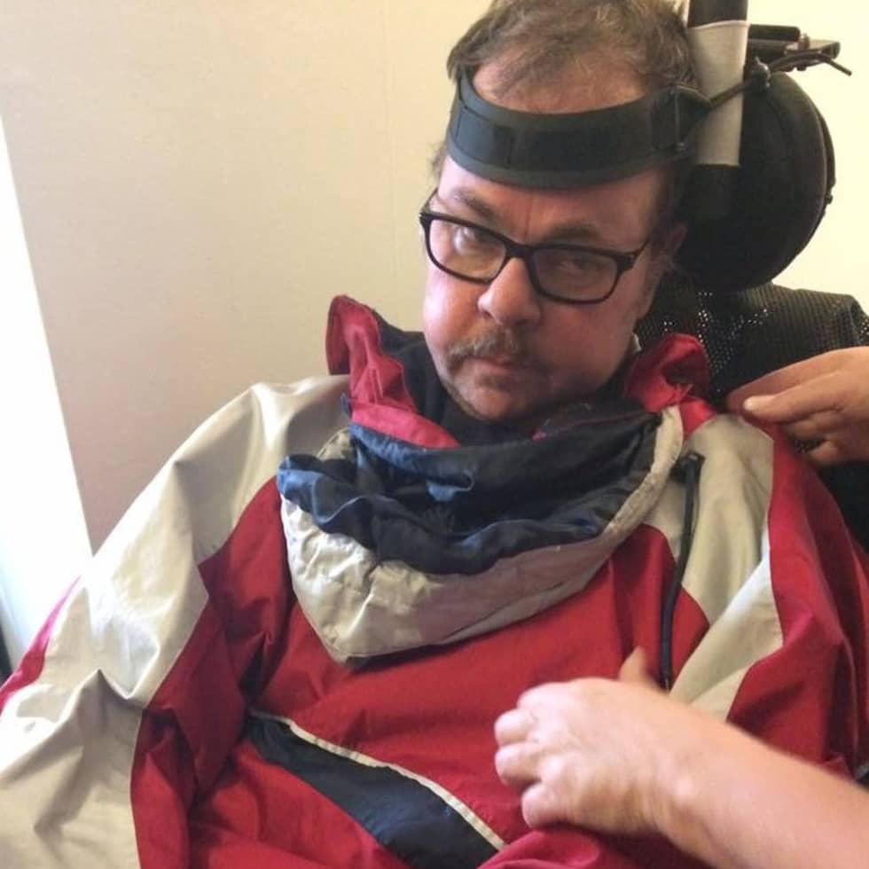 Micke är totalförlamad efter en stroke. Foto: Privat