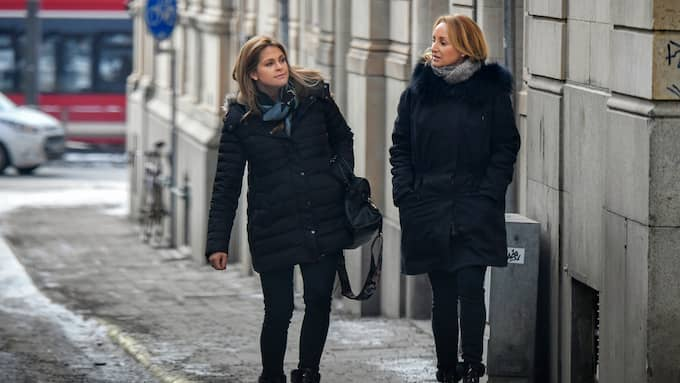 Prinsessan Madeleine med vännen Katarina von Horn möttes upp en kort stund före det vankades långlunch med kompisgänget. Foto: ALEX LJUNGDAHL