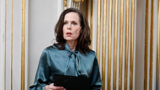 Sara Danius bär ofta knytblus. Foto: PATRIK C ÖSTERBERG / IBL BILDBYRÅ / IBL BILDBYRÅ