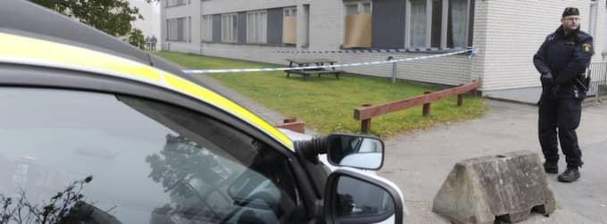 Ljungby är en stad i chock efter den fyraårige pojkens död. På tisdagen fortsätter polisen att söka igenom området där pojken hittades med hundar och knacka dörr. Foto: Mikael Fritzon