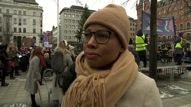 Alice Bah Kuhnke inledde Women's March i Stockholm