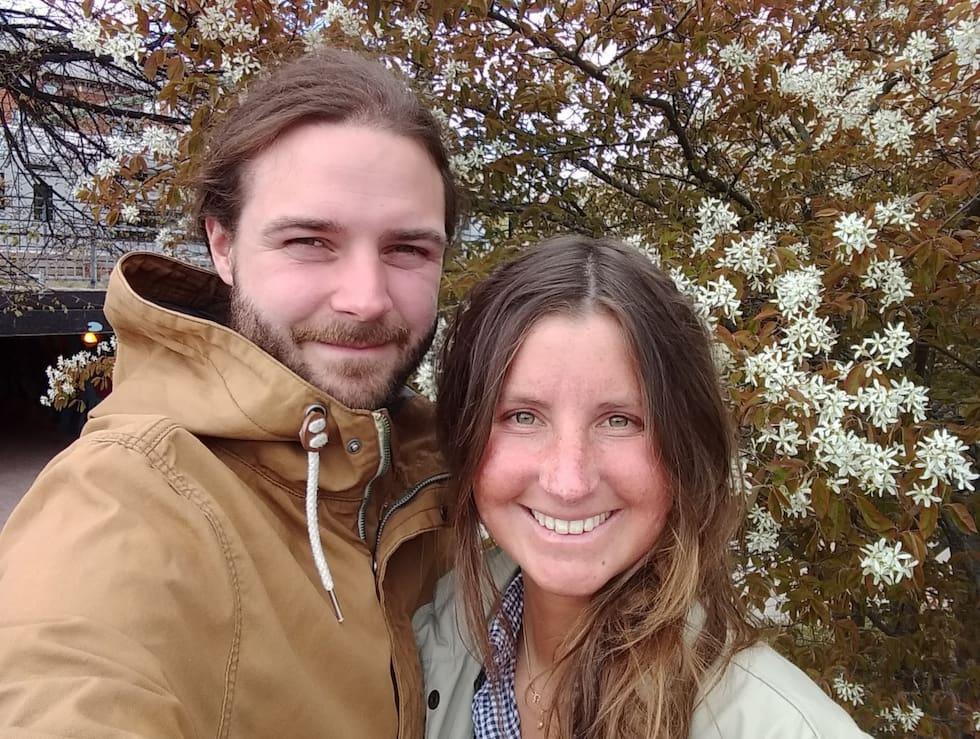 Emanuel och Caroline bygger ett unikt hem på två hjul