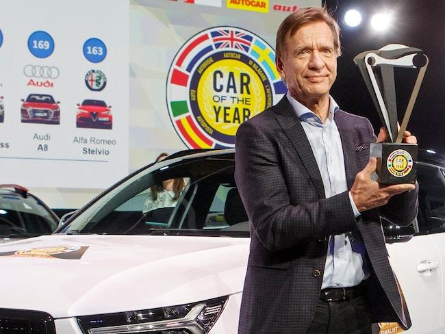 Volvo Cars vd Håkan Samuelsson framför Volvo XC40, vinnare av Car of the Year 2018.