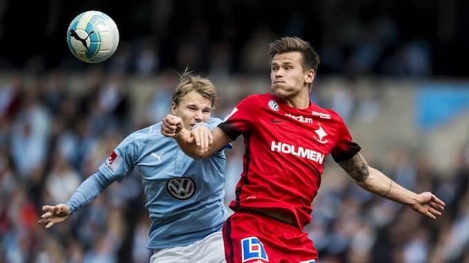 Traustason i duell med Oscar Lewicki under tiden i IFK Norrköping Foto: PETTER ARVIDSON / BILDBYRÅN