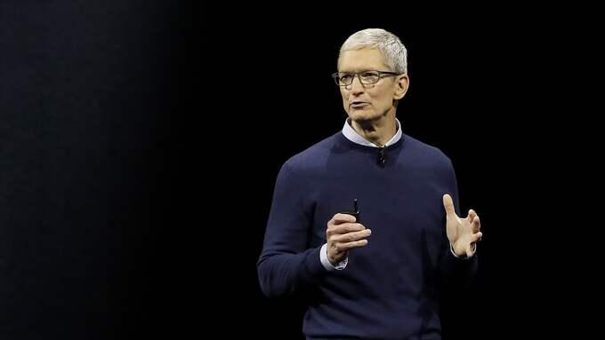 Apple-chefen Tim Cook var på blixtvisit på bolagets Stockholmskontor under torsdagen. Foto: / AP TT NYHETSBYRÅN