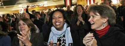 Runt om i landet jublade folk efter att Obama svurit presidenteden. Här är en tillställning i Vermont. Foto: AP