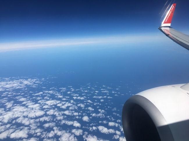 Norwegianplanet var på väg från Stockholm till Gatwick. Flygbolaget säger att händelsen var ofarlig.