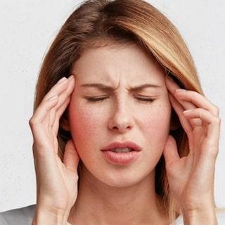 huvudvärk i samband med mens