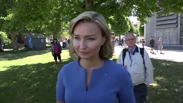 """Ebba Busch Thor: """"90 000 patienter har väntat olagligt länge på att få vård"""""""