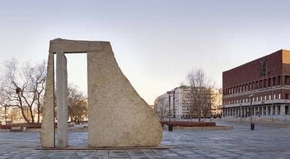 Claes Hake gör sig påmind på Rådhusplatsen i Oslo.