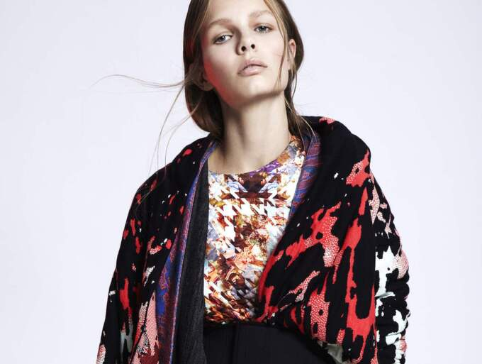 Kläder som konst, men ändå funktionellt och bärbart. Maxjenny Forslund sätter färg på Copenhagen Fashion Week som öppnar i dag. Den här uppsättningen kommer från Maxjennys höstkollektion 2015.