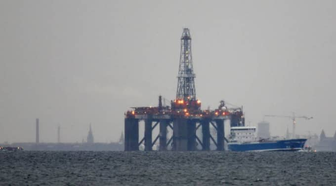 Oljeplattform till havs. Foto: Joachim Wall