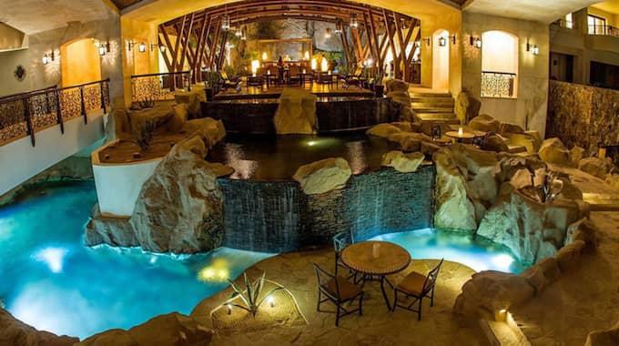 """""""Det var en ära att få välkomna kung Carl XVI Gustaf till Grand Solmar Lands End Resort & Spa"""", skriver Ricardo Orozco, vice vd för resorten. Foto: Hotels.com"""