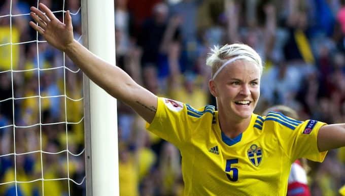 LANDSLAGET. Nilla Fischer debuterade i landslaget 2001. Sedan dess har det blivit totalt 159 framträdanden i den blågula tröjan. . Foto: Carl Sandin