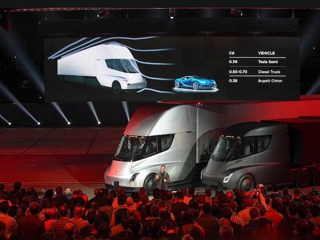 Efter flera inställda event blev premiärvisningen av Teslas el-lastbil äntligen av.