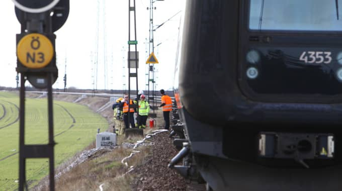 Det är inte känt hur många passagerare som är ombord. Enligt Mats Streer, inre befäl vid räddningstjänsten syd, är tåget inte utrymt. Foto: Peo Möller / TOPNEWS.SE