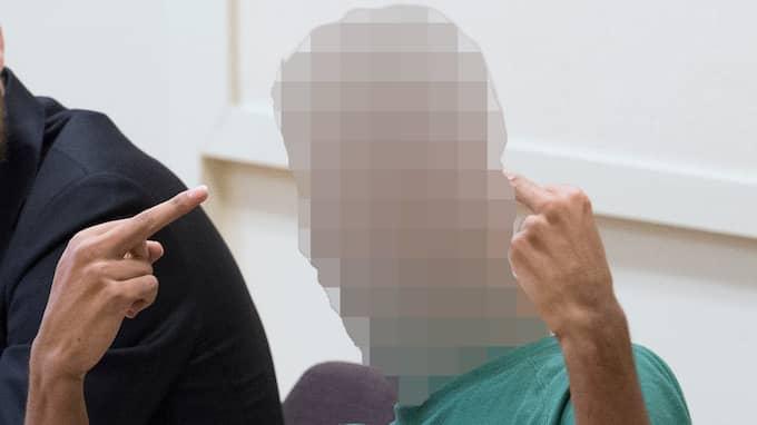 I samband med häktningsförhandlingar vid Solna tingsrätt den 24 mars visade 21-åringen sin avsky i rättssalen. Foto: SVEN LINDWALL