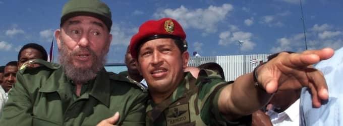 Alliansen. Redan innan Hugo Chávez (till höger) blev president beundrade han Fidel Castro. Foto: Jose Goitia