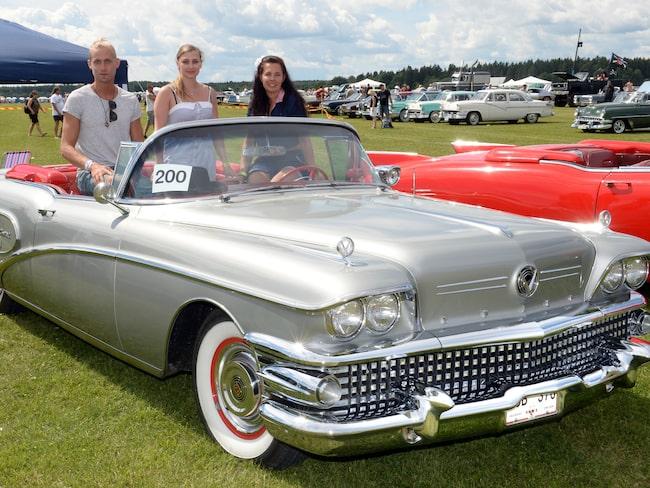 Lucas Brink, Maria Lindberg och Susanne Moell gled fram i en Buick Limited -58 förra året på Power Big Meet.