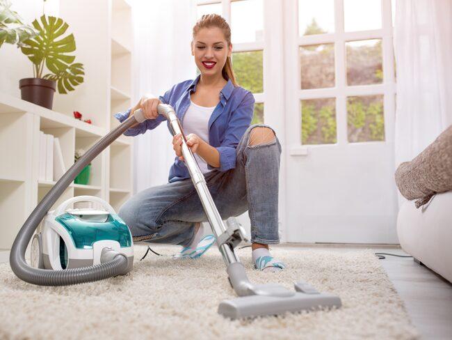 En halvtimmes hushållsarbete om dagen minskar risken att dö i förtid enligt en ny studie.