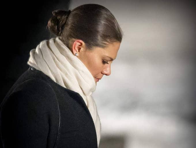 Victoria var märkbart rörd när hon besökte Auschwitz. Foto: Patrick Van Katwijk