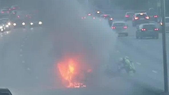Bilbrand på E4 i Stockholm