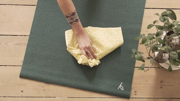 Så här enkelt rengör du din yogamatta