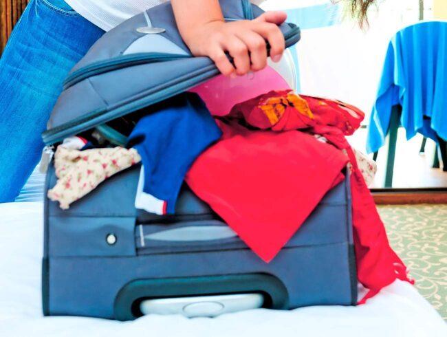 Svårt att få in allt i väskan? Då packar du antagligen flera onödiga saker...