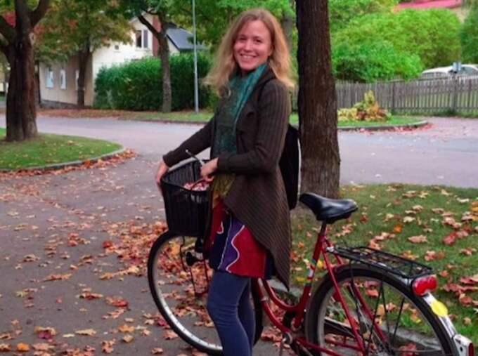 Neelas cykel försvann och när hon hade gett upp hoppet så kom den tillbaka – men en lapp och pengar.