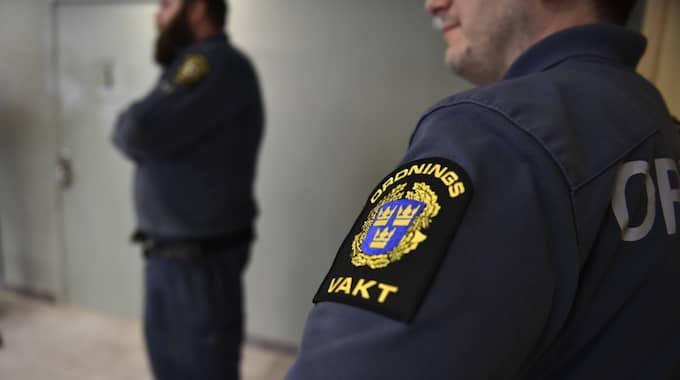 I salen i Solna tingsrättsa företagaren att han förnekar till brott. Han bestrider häktningen. Foto: / SVEN LINDWALL