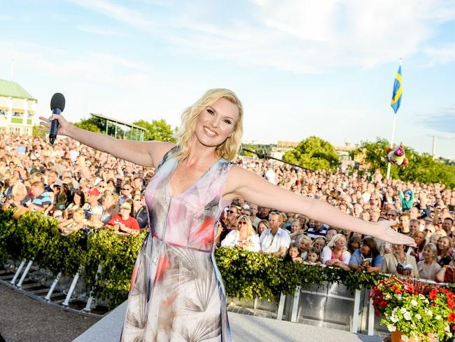 Varje sommar arrangeras Allsång på Skansen. Förra året med programledaren Sanna Nielsen.