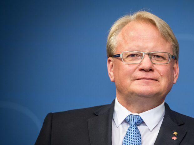 """Hultqvist bekräftar spionmisstankarna: """"Tyder på övervakning"""""""